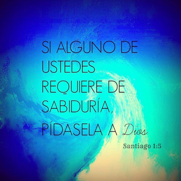"""""""Si alguno de ustedes requiere de #sabiduría, pídasela a #Dios, y él se la dará, pues Dios se la da a todos en abundancia y sin hacer ningún reproche."""" - Santiago 1:5 RVC"""