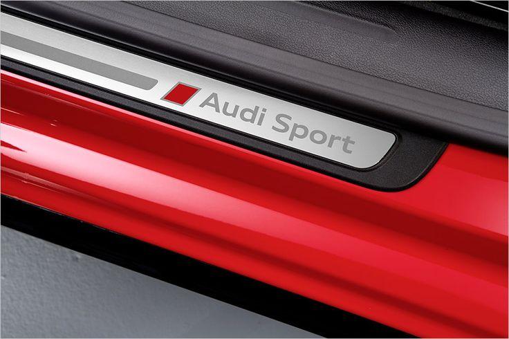 Im Preis von 74.540 Euro sind  spezielle Einstiegsleisten ebenso enthalten ...Audi A5 DTM