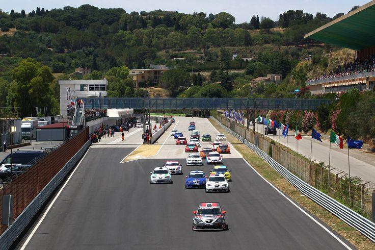 Race 2 start