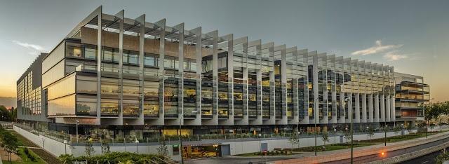 Arquiteto: Rafael de La-Hoz Localização: Calle Méndez Álvaro, 44. Madrid, Espanha. Fonte: Revista Arquitectura Viva Brises: Alfa e Beta