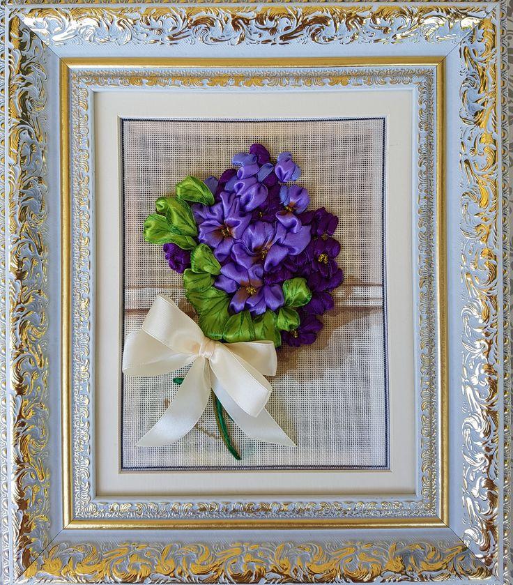 Violete - Broderie cu panglici ( 3D ) 20 x 25 cm fara rama (+ Rama, Passepartout, sasiu cu panza ) 450 Euro  Pret: 2.070 RON