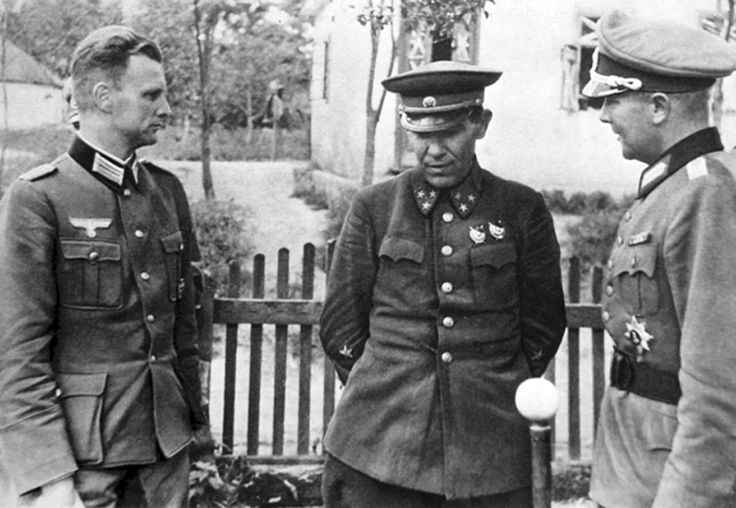 A rare photo of the German sources. Lieutenant General ...