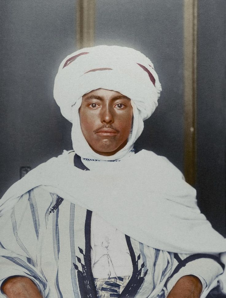 Abiti di un uomo algerino nel 1900