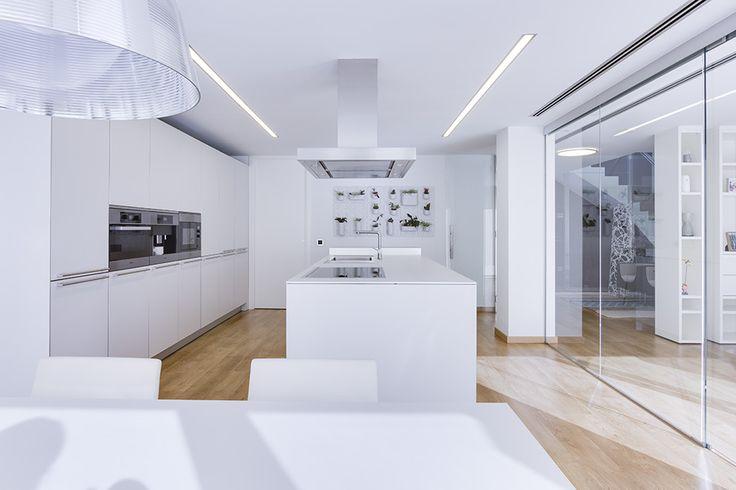 Cocina moderna, minimalista, blanca y funcional | Chiralt Arquitectos | Valencia