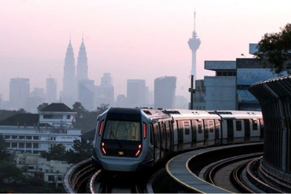 5 Berita Yang Buat Rakyat Malaysia Rasa Bangga Sepanjang 2017  Pejam celik pejam celik 2017 sudah pun sampai ke bulan September. Pantas sungguh masa berlalu. Sepanjang 9 bulan ini pelbagai berita kejayaan dan pencapaian hebat telah pun berjaya digapai oleh rakyat Malaysia sama ada di peringkat antarabangsa atau tempatan. Memang bangga dibuatnya. Antara kejayaan-kejayaan tersebut ialah:-  1. MRT siap dibina  17 Julai 2017 menjadi tarikh yang penuh bersejarah buat rakyat Malaysia terutama…