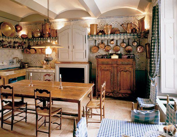 Кухня во французском шато XVII века Champ de Bataille.