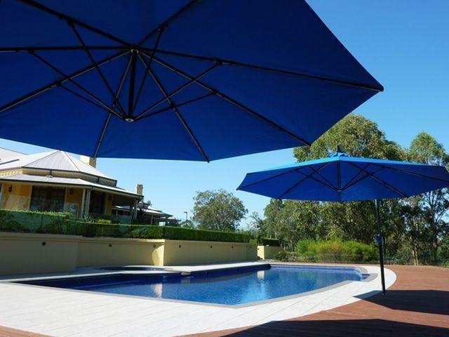 Sidepost Pool Umbrella - Cantilever Outdoor Umbrella poolside - Shade Australia - Great shade for summer