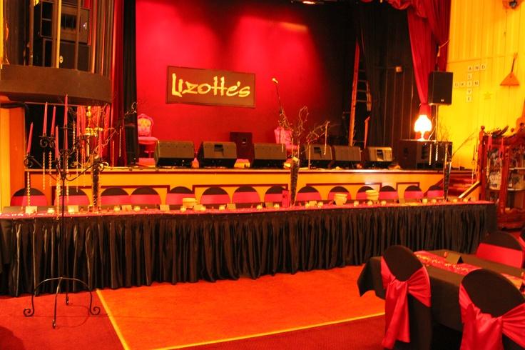 #lizottes #stage #bridaltable #wedding #weddingreception