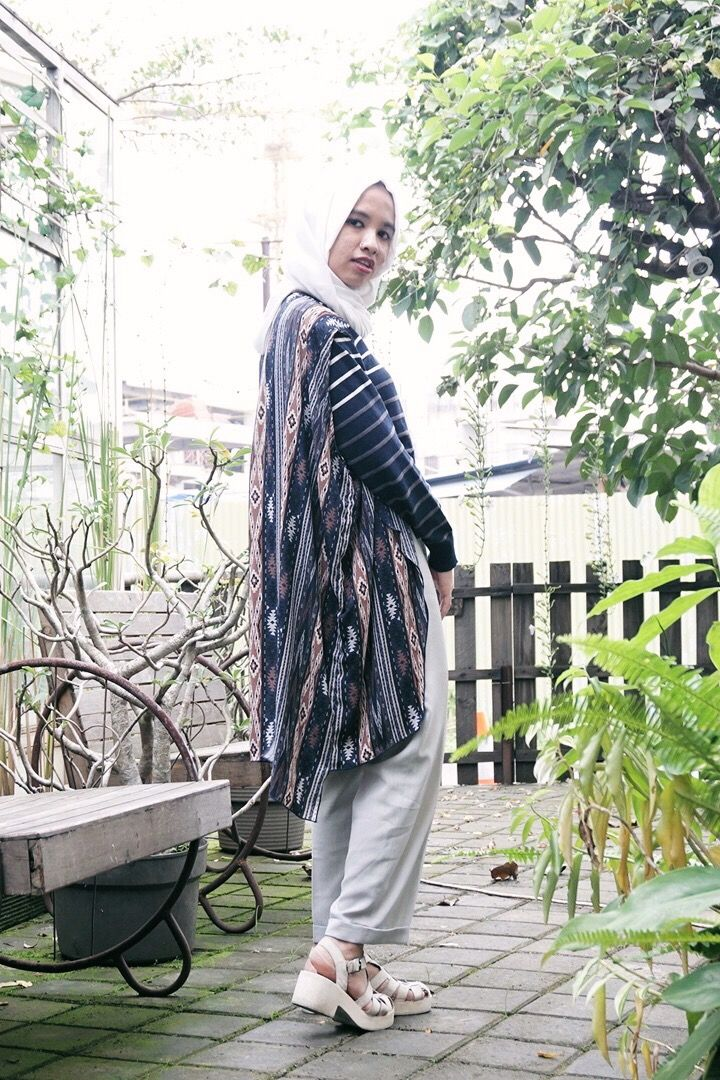 Clashing pattern always work to cheer up yor day #OOTD #chicstyle #hijabstyle
