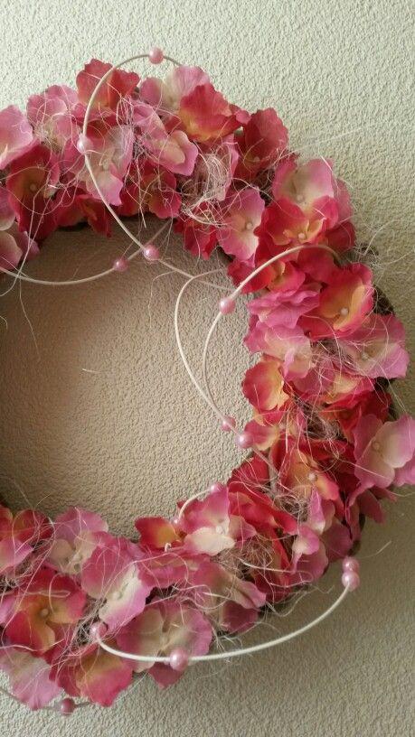 Krans met hortensia en pitriet
