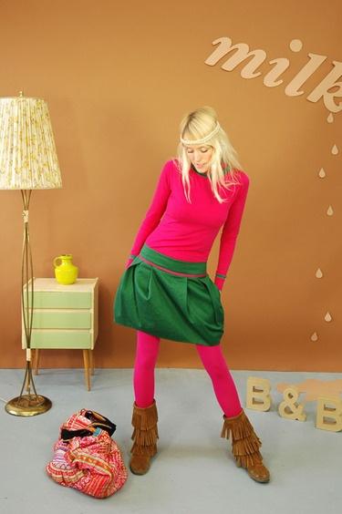 donkergroene rok met roze paspel