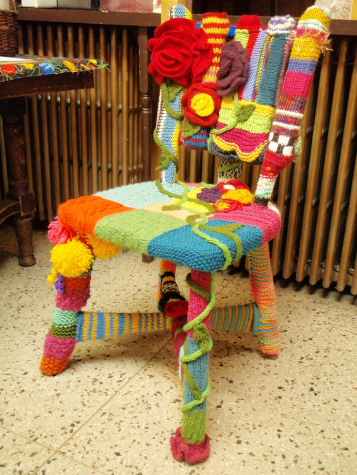 Love this knitted chair! Yarn bombed chair. I must do soon.