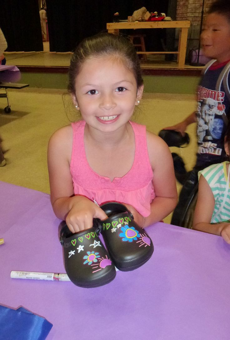 Children were able to customize their new pair at BOBS from SKECHERS shoe decorating stations at the Seattle, WA donation event.