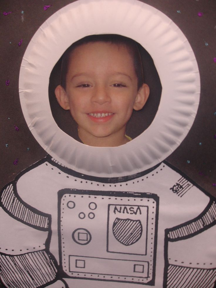 astronaut craft. Instead of a plate leave an open area and each student poses for a picture with the suit. Every student an astronaut.