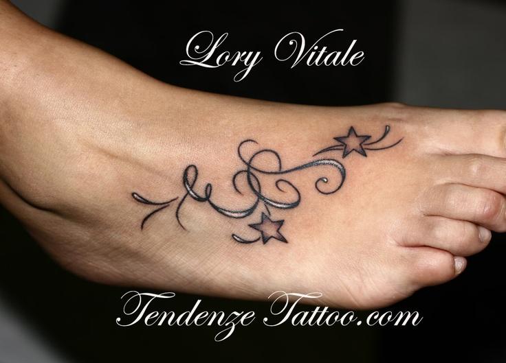pin von m ggy auf tattoo vorlagen tattoo blumenranke. Black Bedroom Furniture Sets. Home Design Ideas