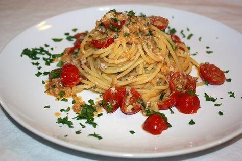 Se volete gustare un'ottimo primo piatto di mare con crostacei ad un prezzo contenuto, provate quest ricetta di spaghetti al sugo cremoso di spannocchie.