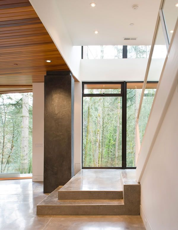 Twilight fans, now you can visit the Cullen House virtually. In real life it's the beautiful Hoke House in Portland, Oregon (a project by Skylab Architecture).