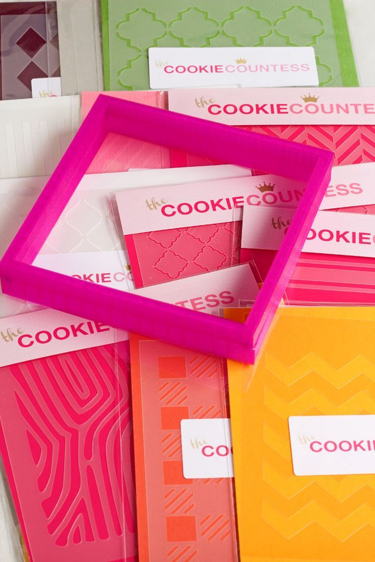 Tutorial for Stenciling Cookies with an Airbrush Gun by http://thebearfootbaker.com