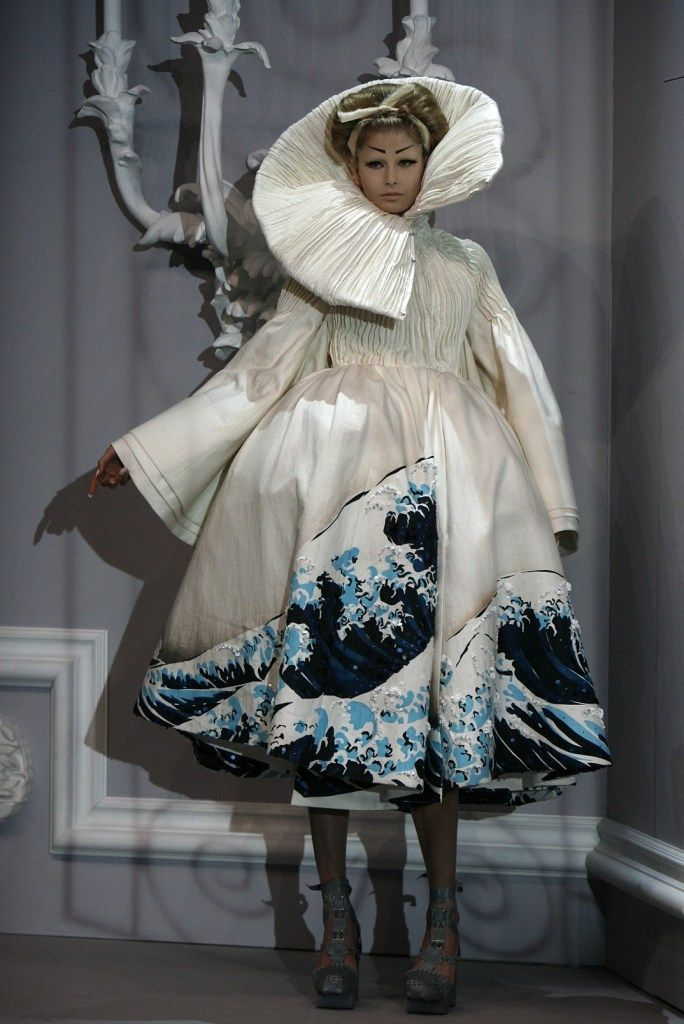 Christian Dior Haute Couture Spring 2007 Posted by bonesandskinandheart.
