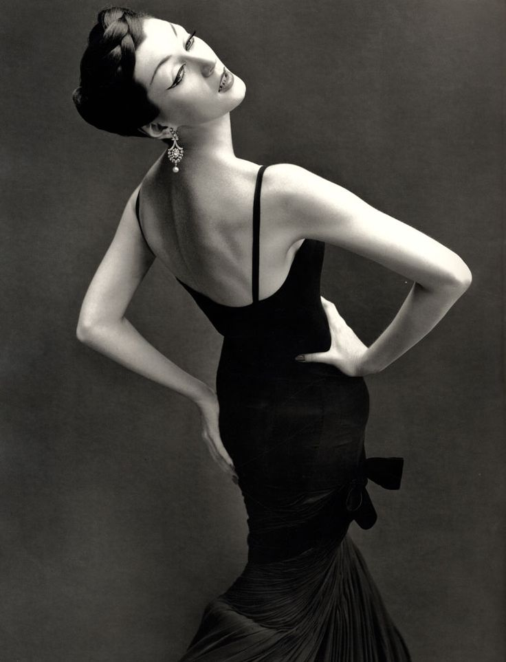 Dovima photographed by Richard Avedon for Harper's Bazaar, 1950s. Showing bitches how it's done