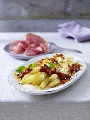 Das Rezept für Überbackener Spargel mit Gemüse-Bolognese und weitere kostenlose Rezepte auf LECKER.de