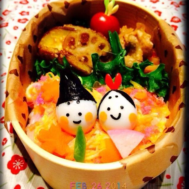 おはようございます。  今日はひな祭り弁当作りました。 ちらし寿司の上にうずらの卵のお雛様とお内裏様。 おかずに、ともちゃんの薩摩芋と蓮根のデパ地下風 とっても美味しい!ともちゃん、美味しいレシピありがとうございます(*^^*) なおちゃんとくみちゃんも食べともお願いします。  昨日お医者に行ってきました。 やっぱり蓄膿症。 お薬をもらったら、スッキリしてきました。もう大丈夫。^ - ^ - 163件のもぐもぐ - ともさんの料理 薩摩芋と蓮根のデパ地下風 by yukochin8