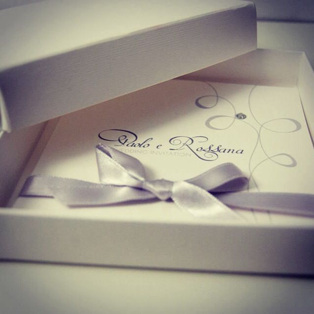 Wedding invitation in a box by trepois.it Grey and silver wedding