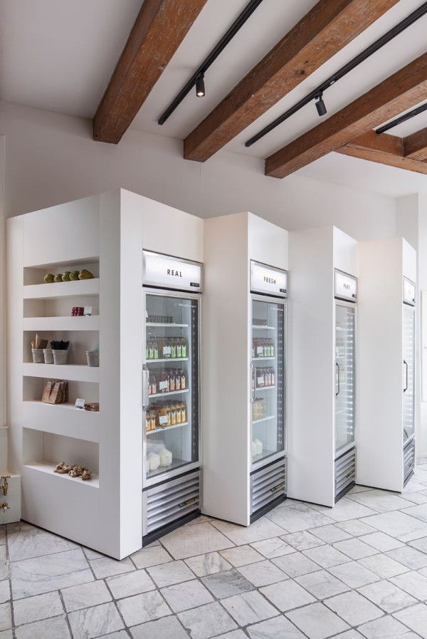 A minimalist juice shop in Amsterdam. Cold pressed juice bar.