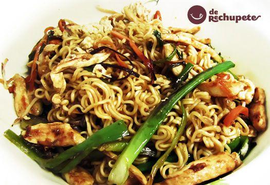 Noodles con pollo y verduras. Receta asiática paso a paso. - Recetasderechupete.com