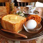 カフェトキオナ - バタートーストとホットコーヒーこれでワンコイン。お値打ち!