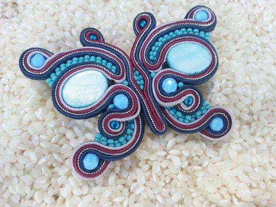 He encontrado este interesante anuncio de Etsy en https://www.etsy.com/es/listing/189434969/broche-de-soutache-mariposa-con-cuentas