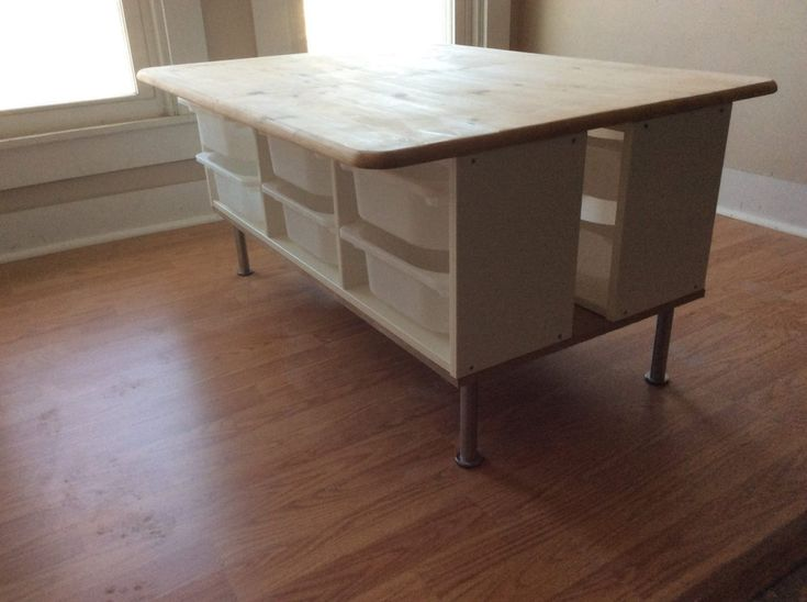 DIY: table with storage