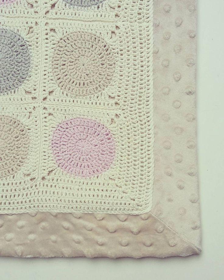 Im bliżej marca tym bardziej czekałam na ten dzień kiedy o 4 rano usłyszę ptaki śpiewające na drzewie za domem! I dziś był ten dzień czyli wiosna nie żartuje  nowy pled gotowy  #hellosaturday #hellospring #crochet #crochetblanket #dotsblanket #crochetlove #grannysquaresrock #pastelove #babyblanket #handmade #rękodzieło #instacrochet #craftastherapy #crochetcurator #forbaby by matuszka_i_jaguszka