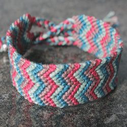 DIY tutorial – how to make a double chevron friendship bracelet. Great gift for