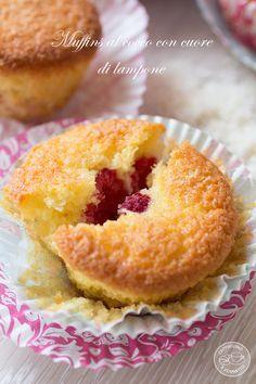 Muffins al cocco con cuore di lampone