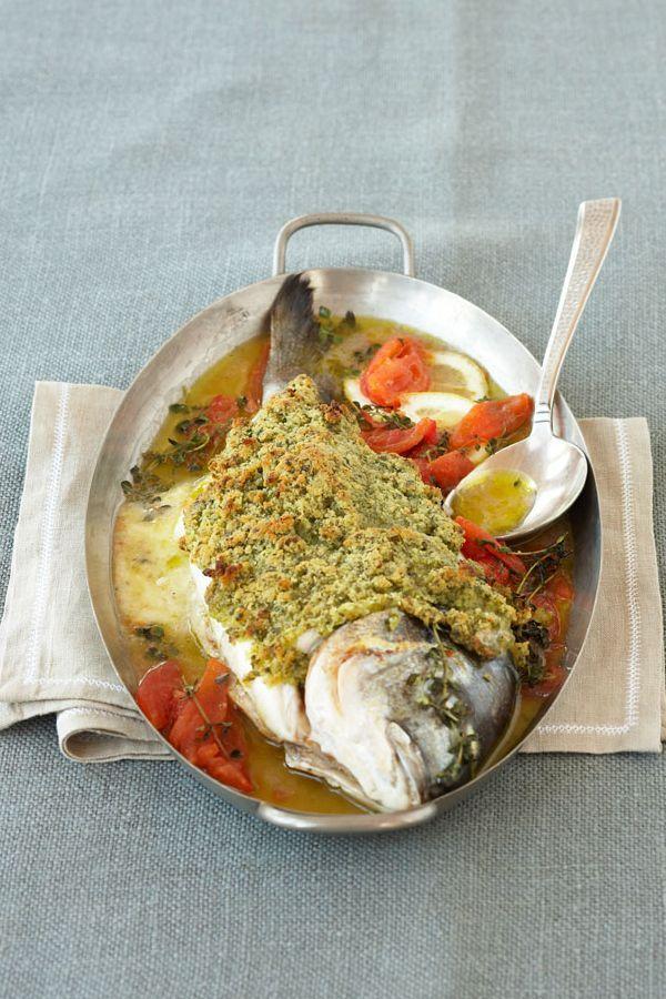 Rezept: Gefüllte Dorade mit Kräuterkruste. Dieses Rezept ist zwar etwas aufwändiger in der Zubereitung, aber wir versprechen: es lohnt sich. Wer gerne Fisch isst, wird dieses Rezept lieben und es sieht angerichtet einfach toll aus. Deine Gäste werden begeistert sein! #cestbon