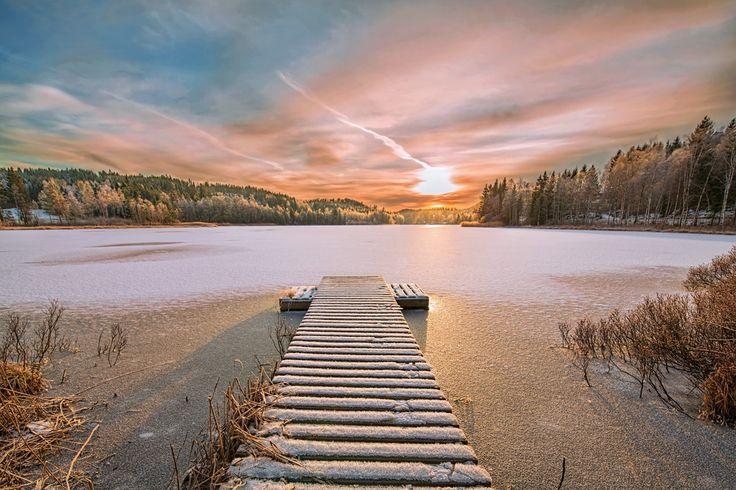 Frozen lake by Atle Slettingdalen on 500px