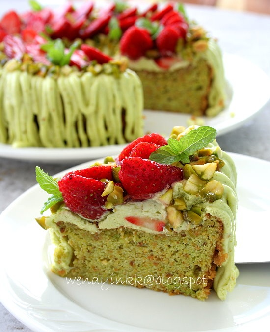 Montebello Torte (Flourless Pistachio Cake with Strawberries). Recipe created by : Wendyywy  Idea based on Pierre Herme's creations.