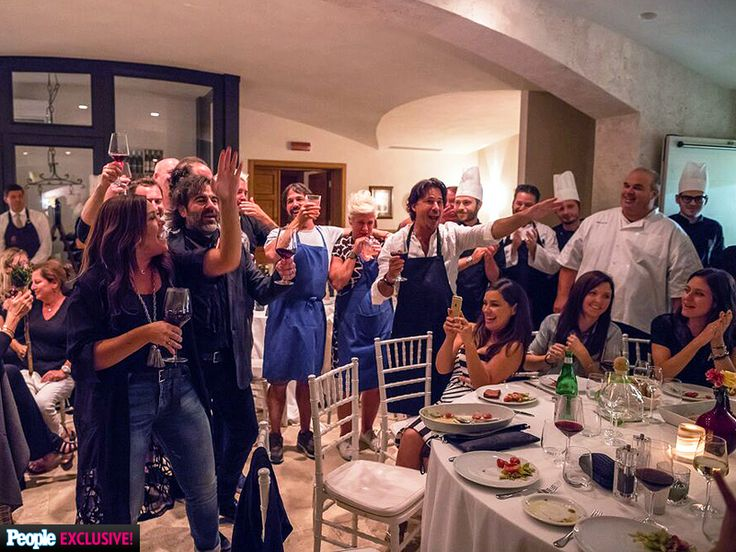 EXCLUSIVE: Rachael Ray Renews Her Wedding Vows In Italy: 'There Wasn't a Dry Eye In the House' http://greatideas.people.com/2015/10/07/rachael-ray-wedding-vow-renewal-italy/