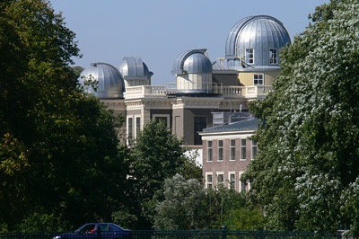 The fully renovated Leiden Observatory. Now Leiden Law School master's students follow classes here.