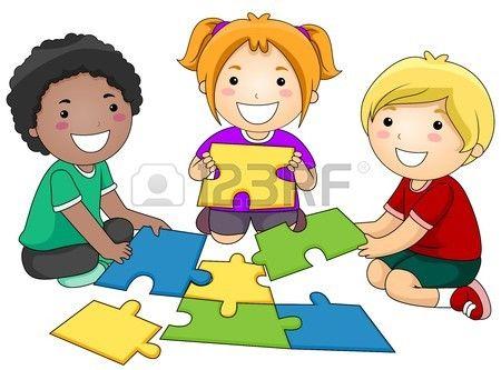 Een kleine groep van Re-constructing een Jigsaw Puzzle  Stockfoto