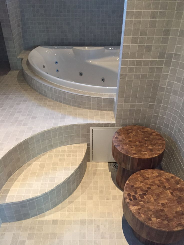 Bathroom with teak bench.#asuntomessut2015