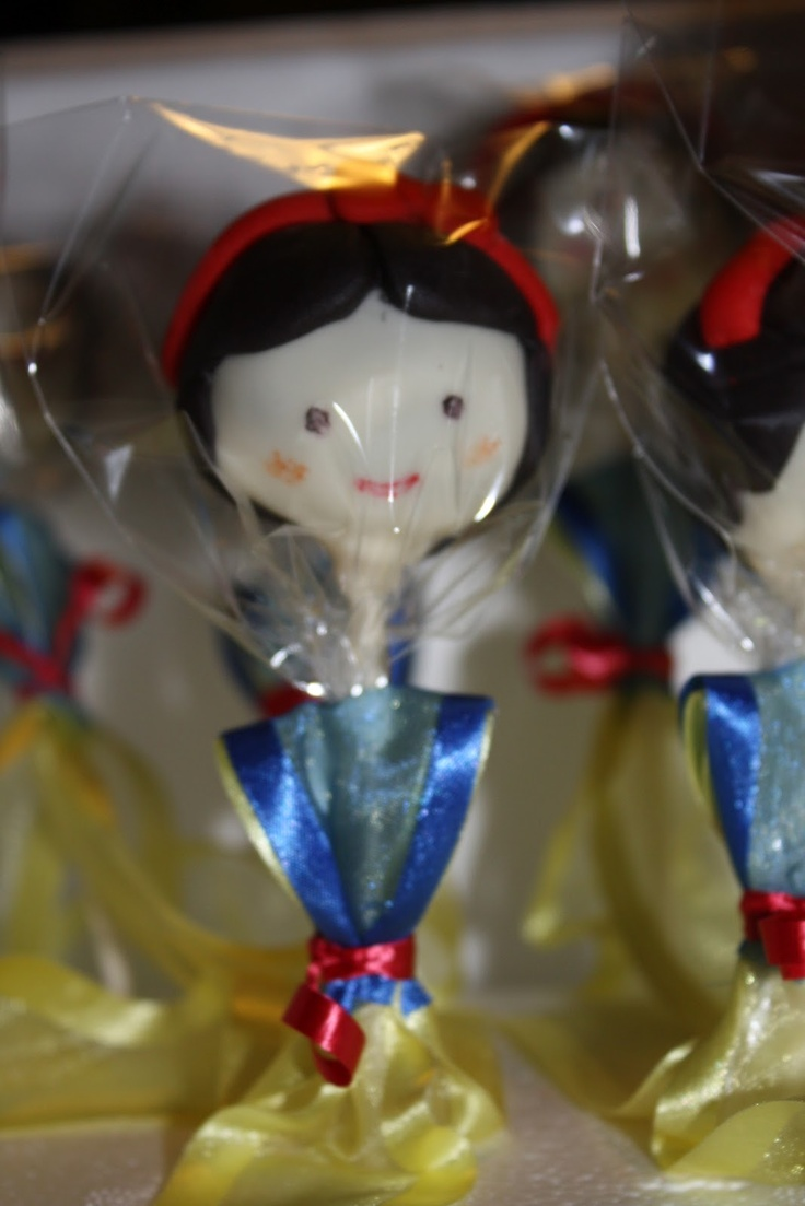 Our Decorated Cakes and Cupcakes: Snow White Cake Pops and Cupcakes