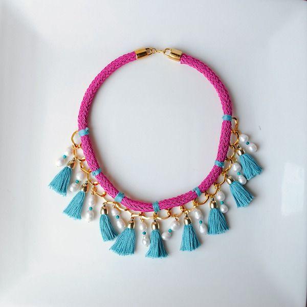 Collar Corto con Perlas y Borlas de dos&12 por http://dosy12.dawanda.com