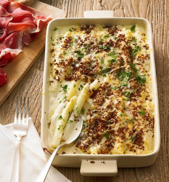 Ob mit Käse überbacken, in einer Quiche oder als Spargelpäckchen – diese Ofengerichte mit Spargel schmecken köstlich!