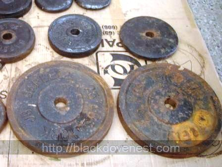 Blackdove Nest: Clean and Paint Rusty Old Weight Plates to Look Like New