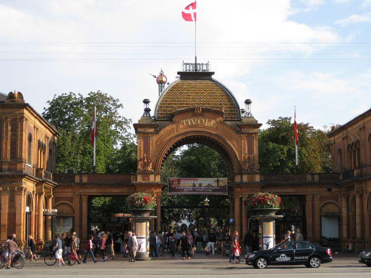 Tivoli Kopenhagen im Dänemark Reiseführer http://www.abenteurer.net/1404-daenemark-reisefuehrer/