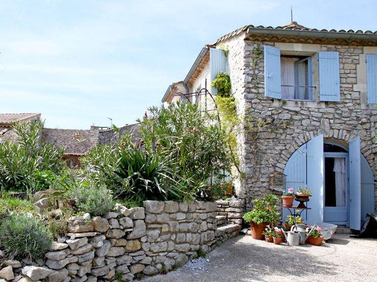 Charme et brocante dans une maison en pierres brocante d co et provence - Photo de charme en couleur ...