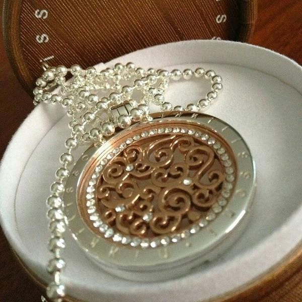 How stunning is this picture of our rose-gold Baroque coin in a silver pendant!  Why not put Nikki Lissoni on your Christmas Wish List this year!  -xx-