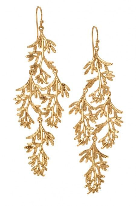 Grace Kelly inspired! Make a splash at a red carpet event in our Grace Chandeliers, chandelier earrings with a trendy flair. Find more stylish statement earrings at Stella & Dot.